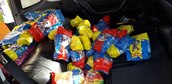 Strażacy z Mokrska zebrali blisko 850 kg karmy dla potrzebujących zwierząt